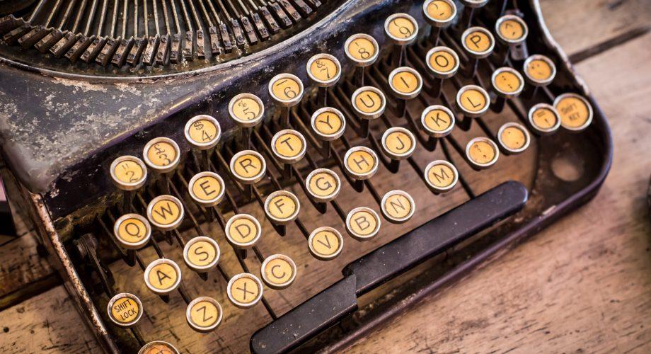 old-vintage-typewriter-P8KCMRW